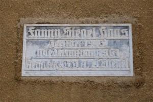 © B. Leuthold Ursprüngliche Tafel Fanny-Siegel-Haus